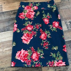 Amazing floral Lularoe skirt Cassie Small roses